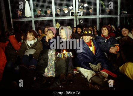 Greenham Berkshire UK 13 décembre 1982 manifestants à l'Greenham Common Women's Peace Camp Banque D'Images