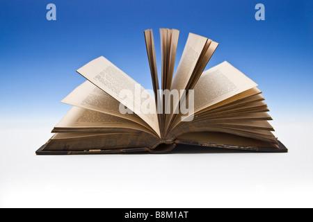 Livre ouvert Banque D'Images
