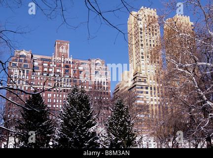 USA New York 101 Central Park West et le majestueux sur Central Park West Winter Snow Scene NYC Banque D'Images