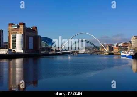 Vue de jour classique des Etats baltes, sauge, Tyne & Ponts du millénaire se joindre à Newcastle Gateshead Banque D'Images