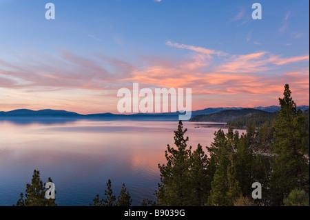 Coucher de Logan Shoals Vista Point près de l'autoroute 50, Zephyr Cove, Lake Tahoe, Nevada, USA Banque D'Images