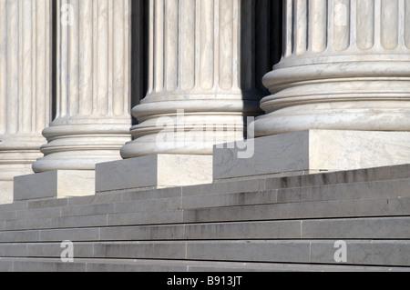 Les escaliers et les colonnes de la Cour suprême des Etats-Unis, Washington DC Banque D'Images