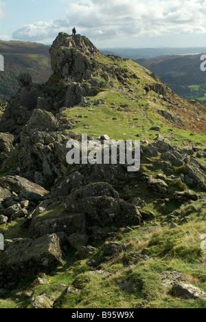 Les promeneurs sur haut de Helm Crag, Lake District, Cumbria, England, UK.