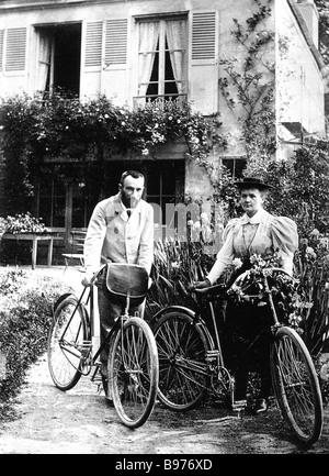 MARIE CURIE physicienne française d'origine polonaise et son mari Paul en 1904 Banque D'Images
