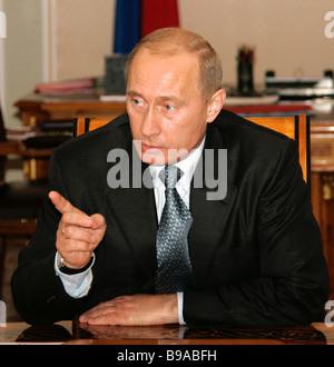 Le président russe Vladimir Poutine, chaises de conférence à Novo Ogaryovo Banque D'Images