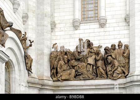 Fragment de façade avec hauts-reliefs de scènes de vie la Bible, Cathédrale de Christ le Sauveur Banque D'Images