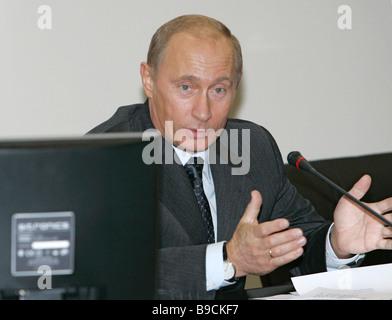 Le président russe Vladimir Poutine préside une session extraordinaire du Conseil présidentiel pour la recherche Banque D'Images