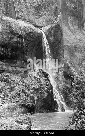 Chutes d'eau dans la gorge Chegem Banque D'Images