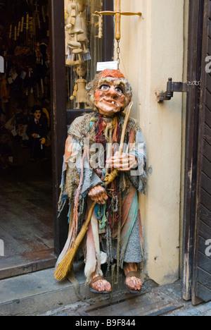 Boutique de souvenirs et autres cadeaux dans old town Prague République Tchèque Europe Banque D'Images