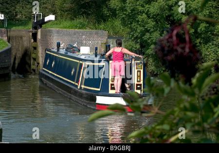 Vue arrière du bateau naviguant sur le canal river Banque D'Images