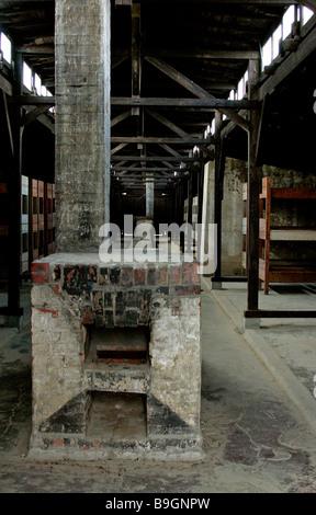 Camp Nazi- Auschwitz II-Birkenau baraquements de l'intérieur à l'origine conçu comme un environnement stable pour Banque D'Images