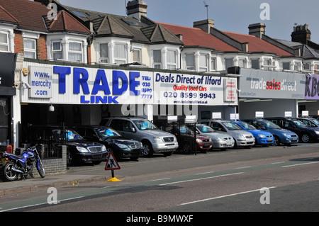 Sept Rois Ilford Grand Londres la voiture avec des plaques d'obscurci à vendre le long de façades maison rez-de Banque D'Images