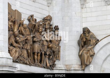 Hauts-reliefs de la Bible la vie sur façade de la cathédrale du Christ-Sauveur Moscou Russie Banque D'Images