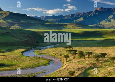 La vallée de la Tugela avec les montagnes du Drakensberg au-delà, KwaZulu Natal, Afrique du Sud Banque D'Images