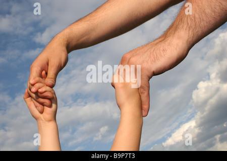 Père et fils paire de mains Banque D'Images
