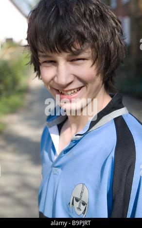Parution du modèle photo d'adolescent vêtu d'un maillot de rugby Banque D'Images