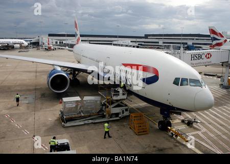 Un avion Boeing 777-200 de British Airways se trouve sur le tarmac de l'Aéroport International de Sydney Kingsford Banque D'Images