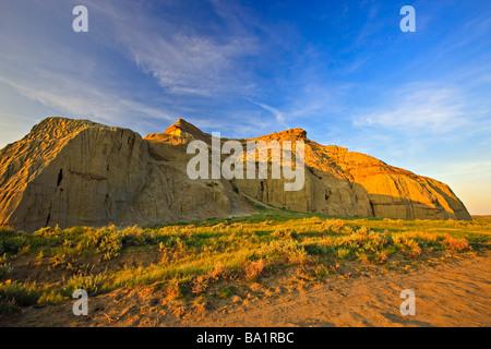 Castle Butte pendant le coucher du soleil dans les Big Muddy Badlands le sud de la Saskatchewan, Canada Banque D'Images