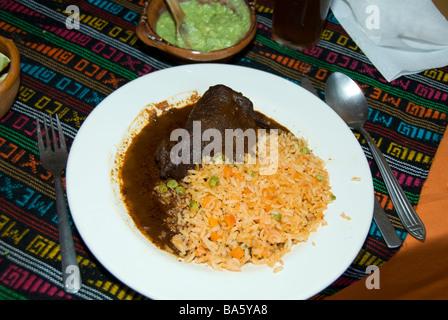 La cuisine mexicaine, la viande en sauce au chocolat