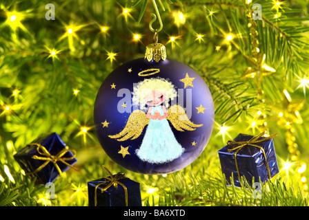 Christian Noël-tree close-up-branches de sapin Christian-tree-ball cadeaux peintures blue angels [M] détail branches de sapins
