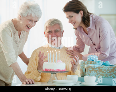Man celebrating birthday Banque D'Images