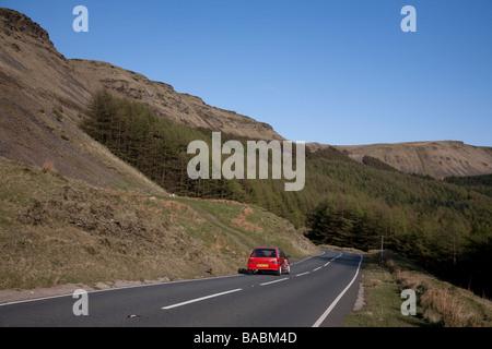Bwlch col reliant la côte et les vallées de Ogmore Glamorgan Wales en ordre décroissant en nant y Moel forest Banque D'Images