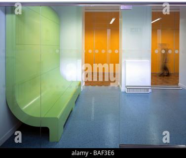 https://l450v.alamy.com/450vfr/baf3e6/hargrave-park-primary-school-londres-royaume-uni-kay-hartman-hargrave-park-vue-de-linterieur-de-lecole-primaire-baf3e6.jpg