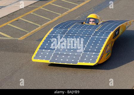 Les voitures solaires prenant part à la qualification rondes de la world solar challenge race à Darwin, en Australie. Banque D'Images