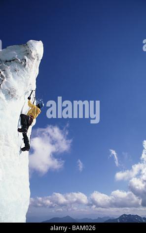 Climber sur sérac au glacier d'Easton Banque D'Images