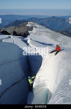 Mur d'escalade sur glacier crevasse à Coleman Banque D'Images