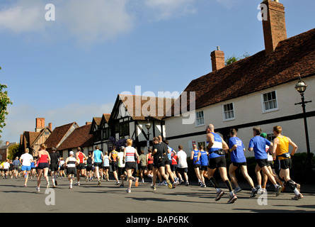 En 2009, les coureurs de marathon et demi-marathon Shakespeare race, UK Banque D'Images