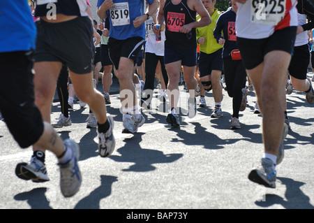 En 2009, les coureurs de marathon et demi-marathon Shakespeare, UK Banque D'Images