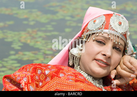 Portrait d'une femme, Dal Lake, à Srinagar, Jammu-et-Cachemire, l'Inde Banque D'Images
