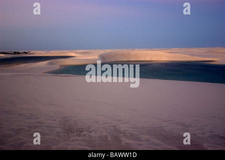 Dunes de sable autour de Gaivota Lac au Parc National Lencois Maranhenses Santo Amaro Maranhão Brésil Banque D'Images