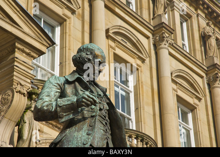Statue de James Watt dans City Square, Leeds, West Yorkshire, England UK Banque D'Images
