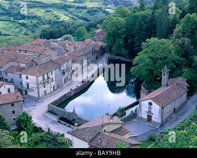 La Peschiera, bassin d'eau de Santa Flora, Village à Monte Amiata, Toscane, Italie Banque D'Images