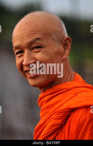 Monk in sangkhlaburi thailande Banque D'Images