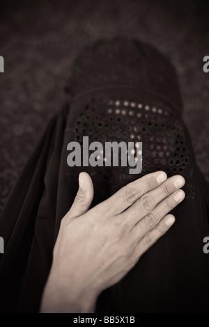 Middle Eastern woman en burqa
