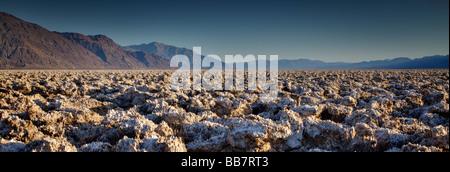 Vue panoramique sur les Devils Golf Course à Death Valley National Park Californie USA Banque D'Images