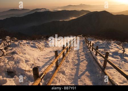 La vue est de sommet en Hyangjeok Deogyusan Parc National près de Muju, Province Jeolla du Nord, République de Corée Banque D'Images