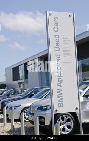 Voitures BMW Approved sur parvis de BMW, Bavarois Boucher Road, Belfast, concessionnaire principal pour les voitures Banque D'Images