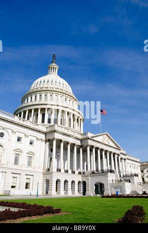 Le Capitole le Capitole à Washington DC. Accueil de Congrès des États-Unis, c'est le dôme distinctif au centre du bâtiment, entre la Chambre des Représentants et le Sénat de l'aile droite, domine la ville de Washington DC et peut être vu de miles autour.