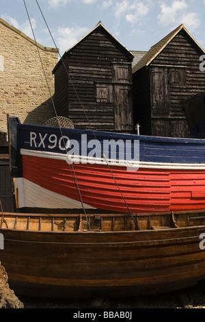 Fishermens altérés et bateau en bois noir Kent Hastings Banque D'Images