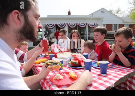 Grande réunion de famille pour un barbecue du 4 juillet Banque D'Images