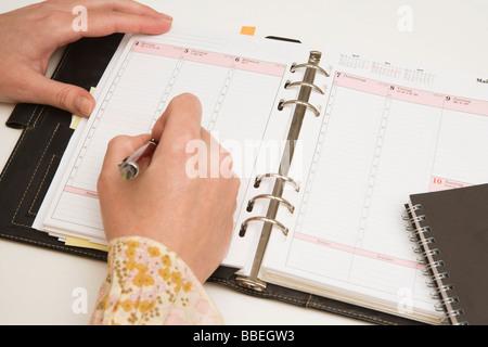 Agenda de l'écriture dans les mains Banque D'Images