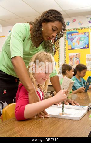 La diversité raciale inter ethnique multi raciales diversifiées interracial multi culturel multiculturel Teacher Banque D'Images