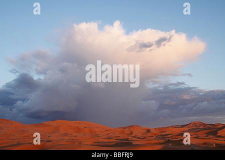 Afrique, Afrique du Nord, Maroc, Sahara, Merzouga, Erg Chebbi, nuages de pluie