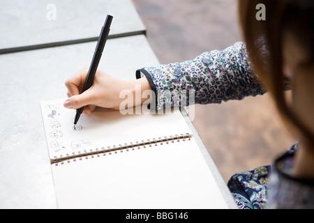 Dessin femme dans l'ordinateur portable Banque D'Images