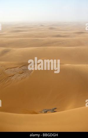 Dunes de sable près de la côte, photo aérienne, la Namibie, l'Afrique Banque D'Images
