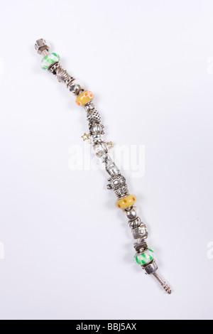 Chamilia Sterling Silver Charm Bracelet avec beaucoup de charmes ale Banque D'Images